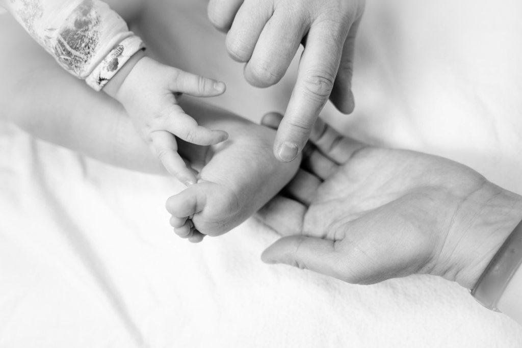 Behandling direkte på barnets fødder - Klinik Zone for Sundhed - Køge